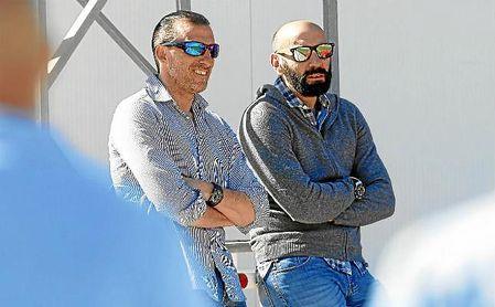 Arias, junto a Monchi, en un entrenamiento del Sevilla.