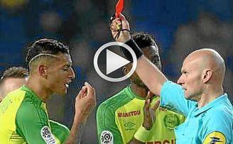 Momento surrealista en Francia: El árbitro le da una patada y luego lo expulsa