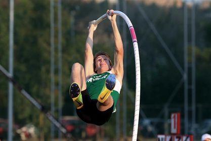 Adrián Vallés salta 5,61, mejor marca española bajo techo en 16 años
