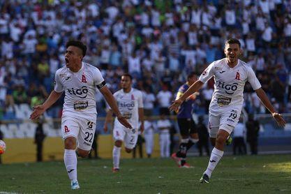 El Alianza derrota al Metapán y toma el liderato del fútbol salvadoreño