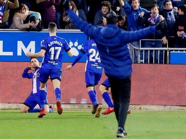 2-1. Jaume mete al Valencia en semifinales y despierta del sueño al Alavés