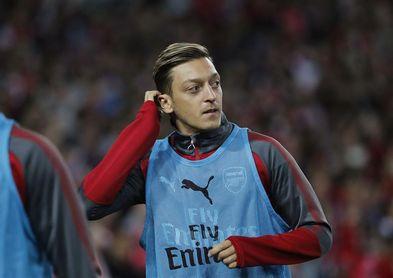 """El Arsenal anuncia la renovación de Özil con un contrato """"de larga duración"""""""