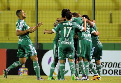 El colombiano Borja anota un gol en el triunfo del Palmeiras sobre el Santos