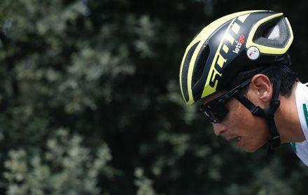El colombiano Esteban Chaves abraza el triunfo final