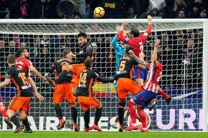 Godín, segundo lesionado del Atlético, le sustituye Juanfran