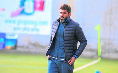 Álex Martín, entrenador del Alcalá, se mostró crítico con el primer tiempo realizado ante Los Barrios.