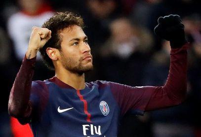 Neymar cobra tanto como Cavani y Mbappé juntos
