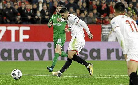 Banega remata a puerta en el partido ante el Leganés.