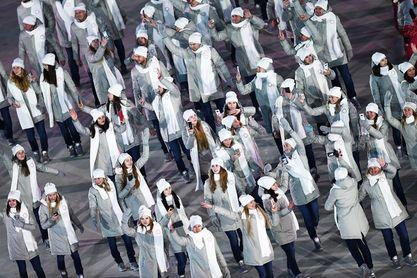 La delegación rusa desfila sin bandera en la inauguración de los JJOO