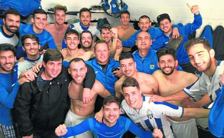 El Alcalá del Río celebra una victoria esta temporada.