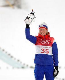 De octava a primera en 4 años: Oro para la noruega Lundby en saltos