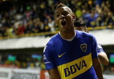 Tevez pierde penalti pero un gol de Fabra da el triunfo a Boca, que es líder sólido