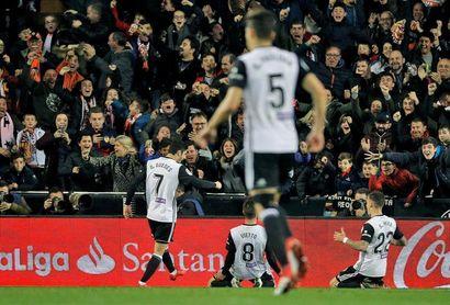 El Valencia alcanzó las 1.200 victorias en la Liga tras ganar el derbi