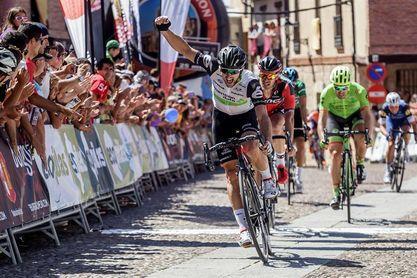 Nathan Haas logra etapa y liderato en la segunda jornada