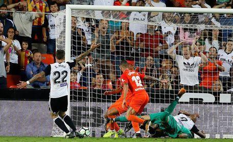 Un duelo de objetivos antagónicos: eludir el descenso y Liga de Campeones