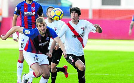 Sevilla Atlético-Almería: Derbi andaluz para frenar la sangría