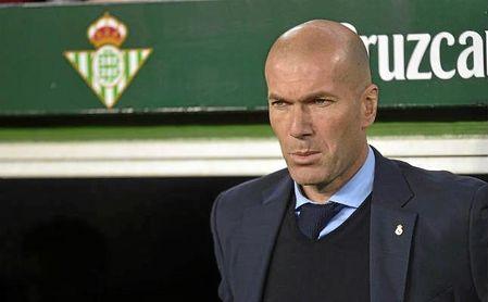 Zidane, en la banda del Benito Villamarín.