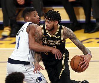 124-102. Randle aporta triple-doble y Lakers ganan duelo de perdedores