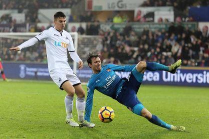 El Arsenal pierde a Monreal entre dos y cuatro semanas por una lesión de espalda