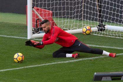 El Atlético hace oficial el traspaso de Moyá a la Real Sociedad