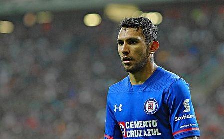 Los hinchas de Cruz Azul están criticando a Walter Montoya.