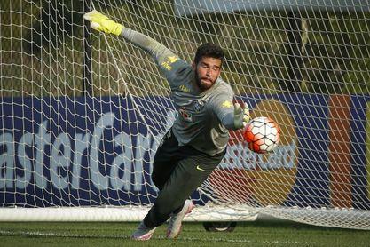 El Crystal Palace confirma la llegada del portero brasileño Diego Cavalieri