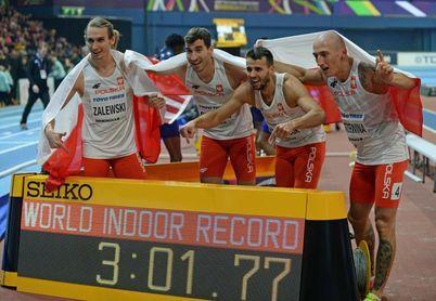Lavillenie triple campeón, Polonia bate el récord mundial de 4x400