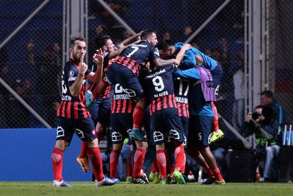Talleres y San Lorenzo empatan y benefician al líder Boca