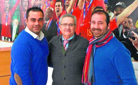 Francisco López Servio, director del CEDIFA, junto a Pablo del Pino y Goyo Chanfreut (derecha), los dos promotores del curso ´Entreno, luego emprendo´.