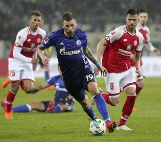 El Schalke gana en Maguncia y se aferra al segundo puesto