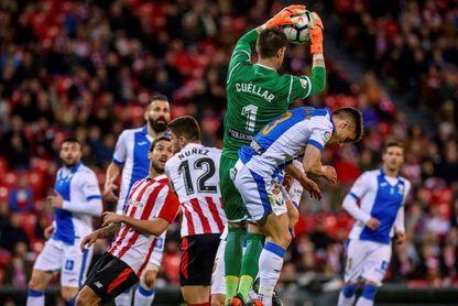 2-0. Raúl García y Kepa enseñan el camino de la remontada