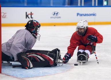 Lena Schroeder, una mujer en el universo masculino del hockey sobre hielo