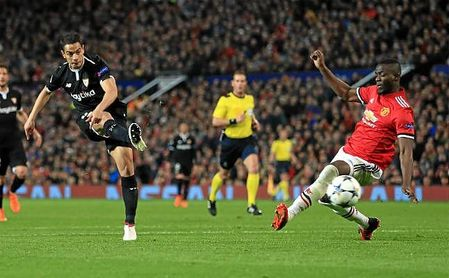 Ben Yedder, en el disparo del primer gol al United.
