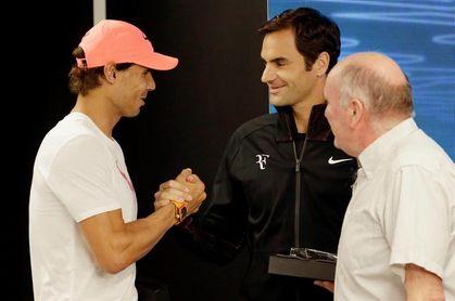 Federer dice que le encantaría jugar contra Nadal en tierra
