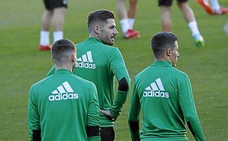 Retiran la amarilla Javi García y estará contra el Espanyol