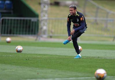 Neymar empieza a entrenarse y celebra el triunfo del PSG