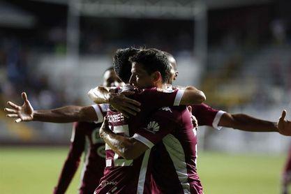 El Saprissa y el Herediano se enfrentan por el liderato del fútbol en Costa Rica