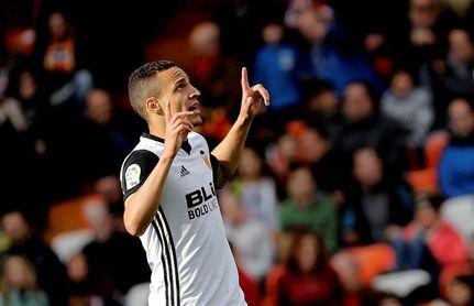 3-1. Un Valencia brillante sigue en racha y no da opción al Alavés