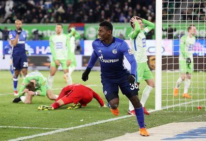 El Schalke gana en Wolfsburgo y se afianza en la segunda plaza