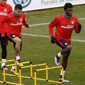 Correa y Thomas titulares en el Atlético y Mario en el Villarreal
