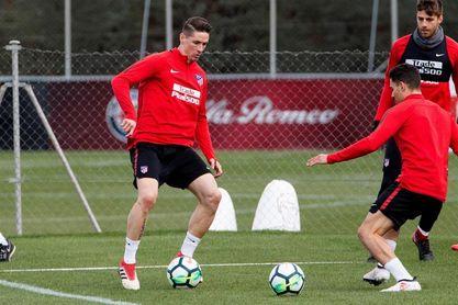 El Atlético entrena con seis jugadores del primer equipo por las selecciones