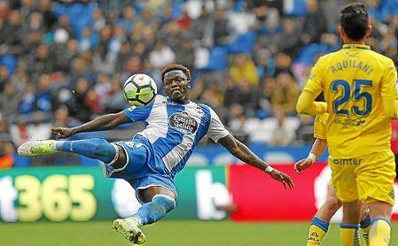 Muntari remata a puerta en el partido ante Las Palmas.