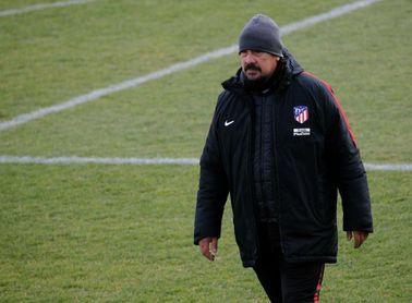 """El """"mono"""" Burgos dirige un entrenamiento con 6 jugadores del primer equipo"""