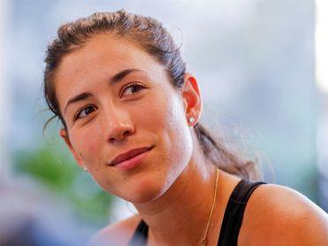 Muguruza avanza a la tercera ronda del Abierto de Miami por la retirada de Anisimova