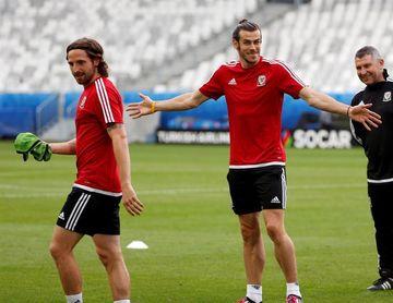 """0-6. Bale marca un """"hat trick"""" en el exitoso debut de Giggs en el banquillo"""