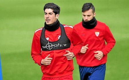 Carlos Fernández, en un entrenamiento del Sevilla.
