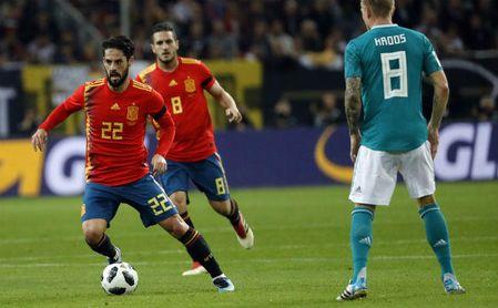 1-1: España presenta credenciales en casa del campeón