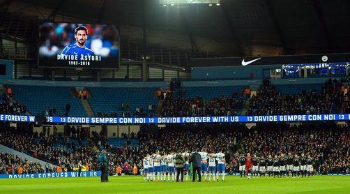 Minuto de silencio en el Etihad Stadium en memoria de Houseman y Astori