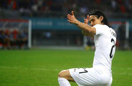 0-1. Cavani festeja su partido 100 dando el triunfo a Uruguay