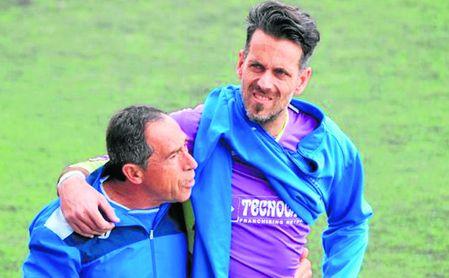 Ramón, en el momento de retirarse lesionado en el encuentro contra el Atlético Onubense.